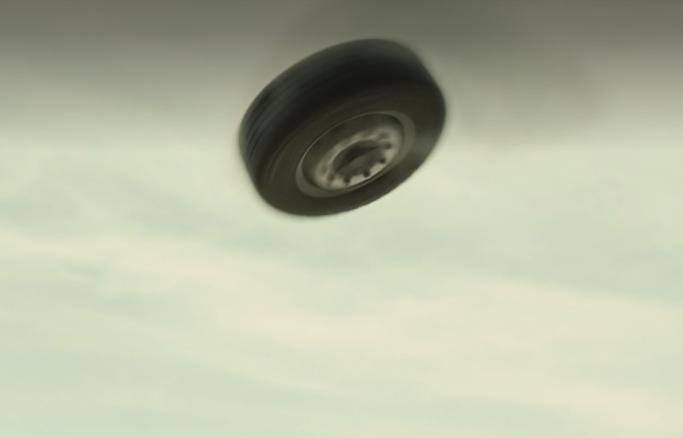 映画「空飛ぶタイヤ」:長瀬智也主演の大企業リコール隠し問題作